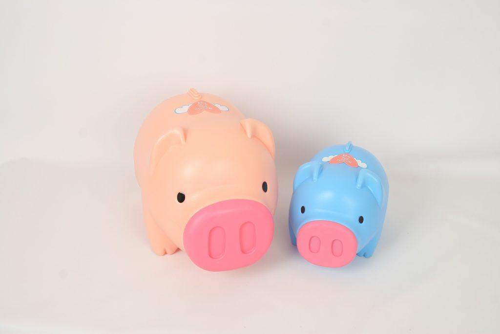 dois cofres em forma de porquinhos coloridos ilustrativa indenização de um seguro